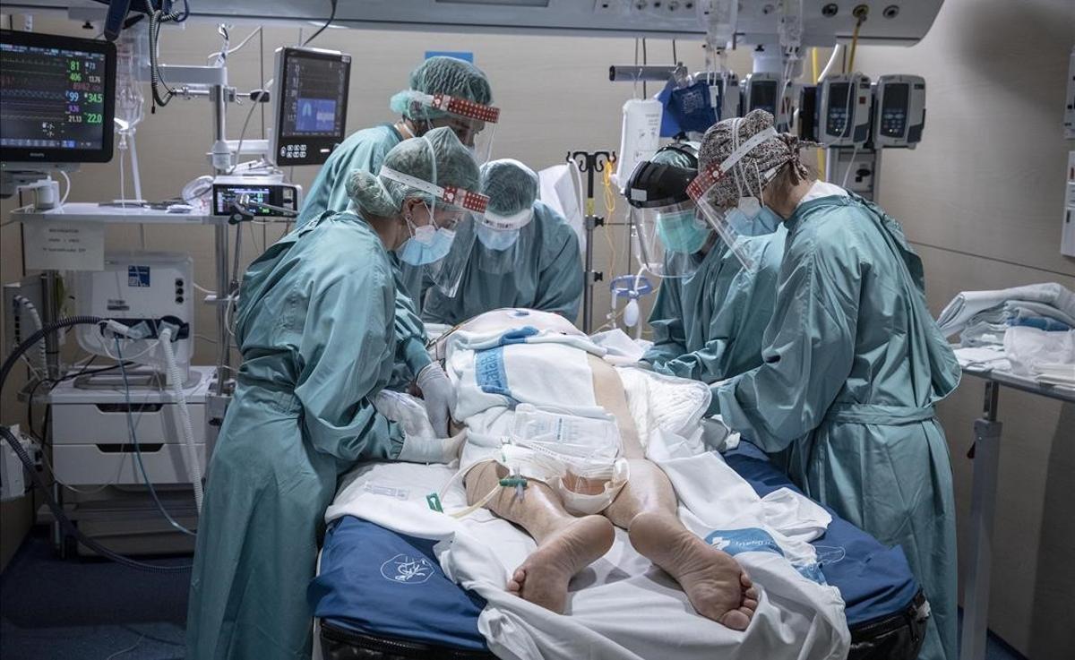 Paciente ingresado por covid en la UCI del Hospital de la Vall d'Hebron de Barcelona.
