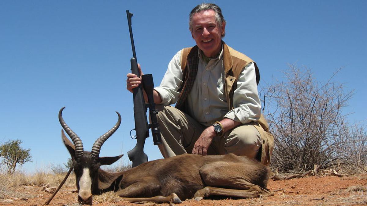 Miguel Blesa, durante una cacería en Namibia con un rifle Remington 597 cal.22LR.