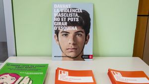 Carteles informativos en el Servei d'Atenció a l'Home Jove de Barcelona.