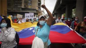 Personal médico de Veenzuela protesta por falta de material para antender la pandemia de COVID-19.