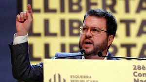 Aragonés avisa al PSOE que la nueva etapa solo se puede abrir si la política desplaza a la represión. ¿Se entiende o no?