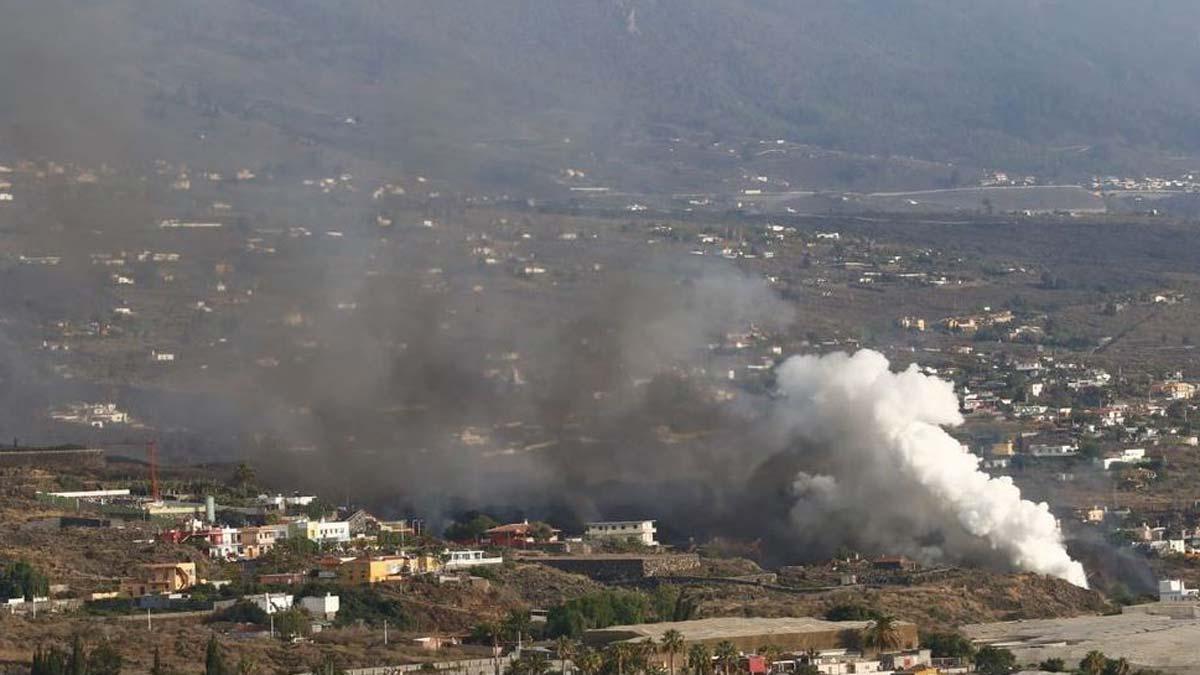 Erupción en La Palma: La lava atraviesa Todoque y se aproxima al mar.