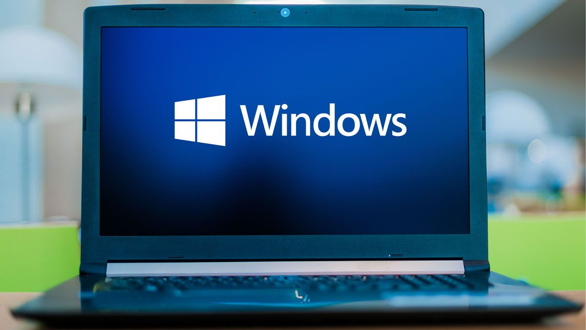 Un ordenador con el logo de Windows, de Microsoft.
