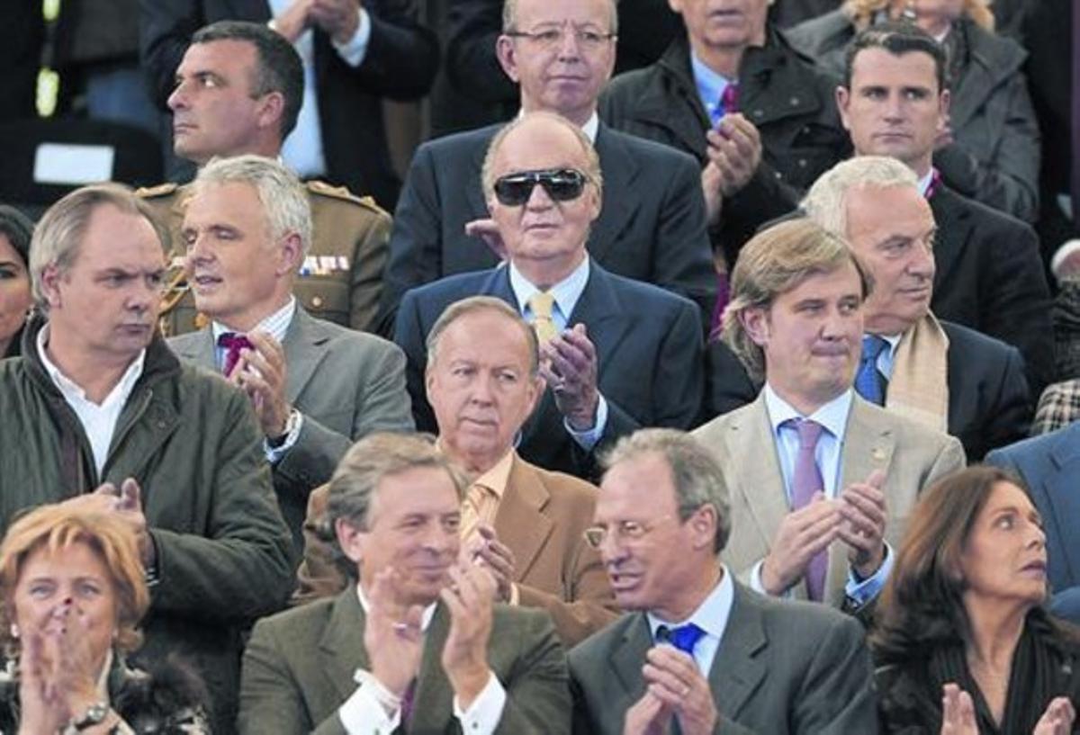 Respaldo 8 El rey Juan Carlos, en el centro, fue una de las personalidades en el estadio de La Cartuja.