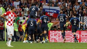 Los jugadores franceses celebran uno de los cuatro goles a Croacia.