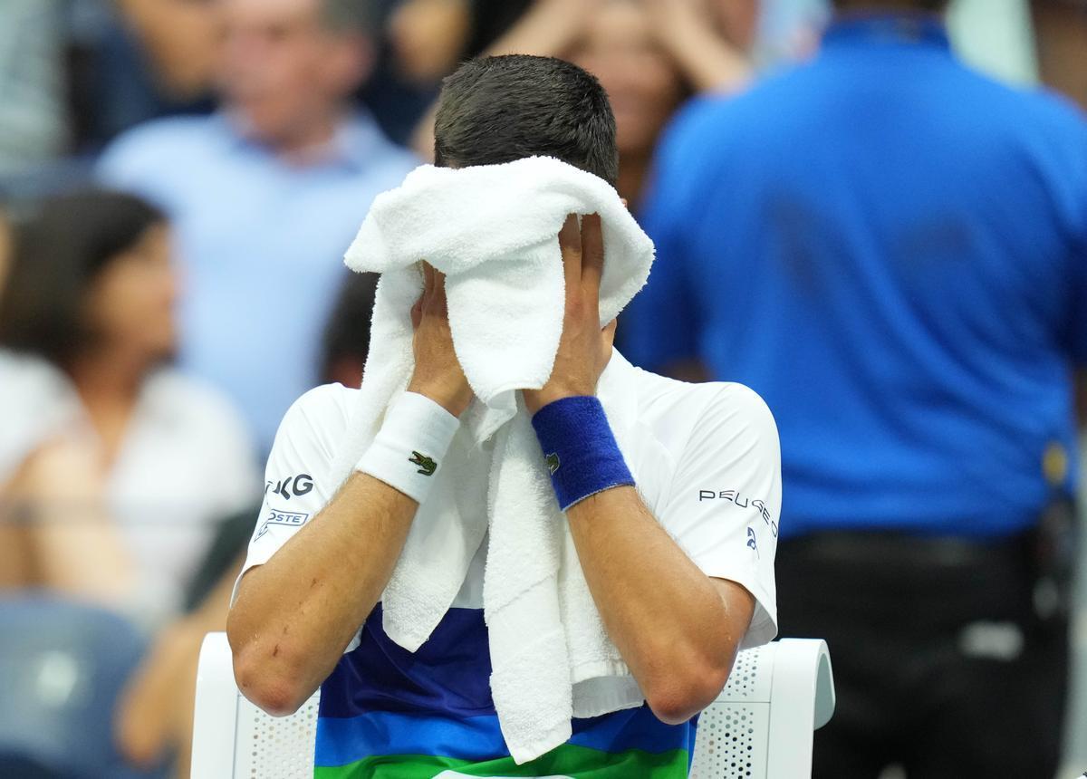 Djokovic llora tras caer en la final ante Medvedev.