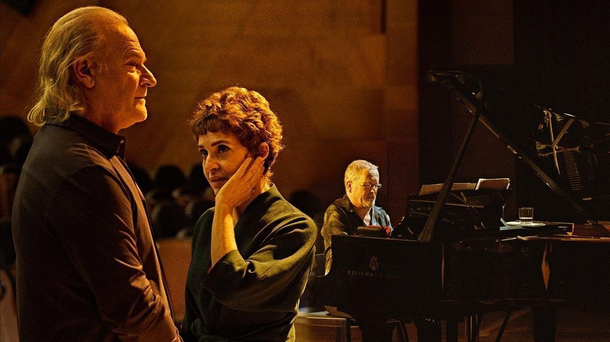 Lluís Homar,Adriana Ozores y Emili Brugalla al piano en un momento de 'Alma y palabra: San Juan de la Cruz'.