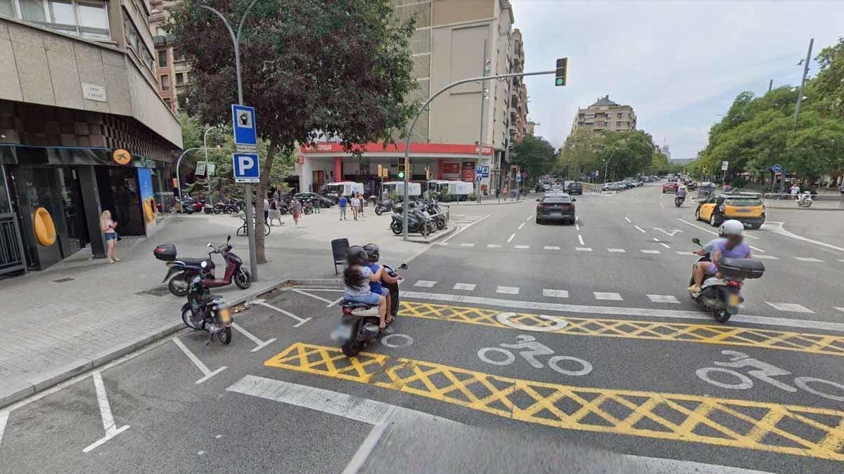 El cruce de la calle de Aragó con Casanova.
