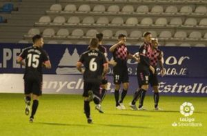 Los jugadores del Sabadell celebran un tanto en Ponferrada.