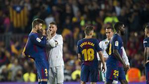 Piqué y Ramos, en el Camp Nou.