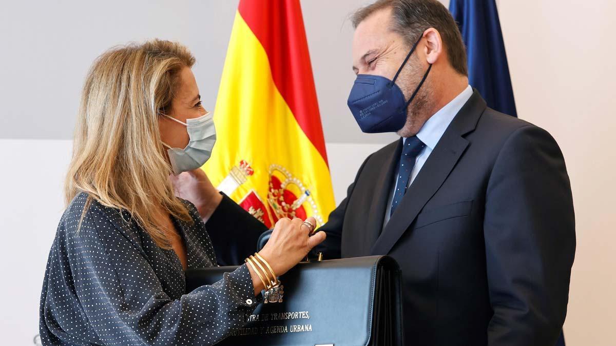 La nueva ministra de Transporte, Movilidad y Agenda Urbana, Raquel Sánchez, asume el cargo y recibe la cartera de manos de su antecesor, José LuisÁbalos.