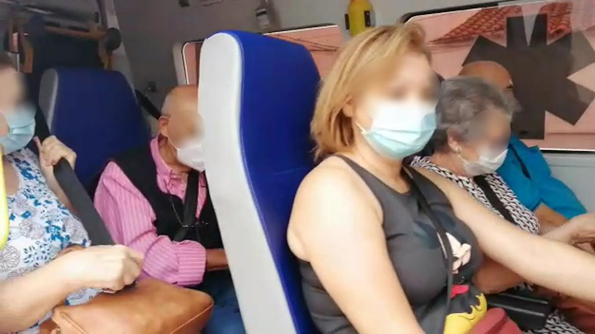 Pasajeros hacinados en trayectos largos y ausencia de cribados preventivos de covid, dos de las causas del contagio en las ambulancias.