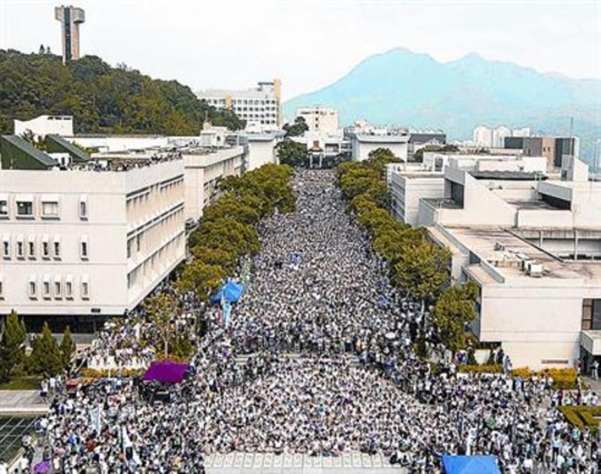 Manifestación de estudiantes en el campus universitario, ayer.