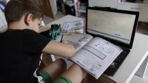 La pandèmia treu a la superfície la carestia digital a l'escola catalana