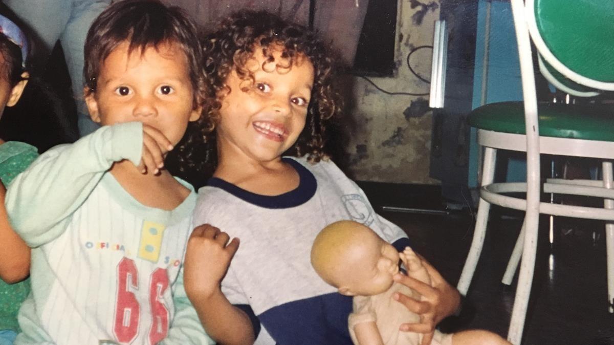 Juan y Jennifer, a mediados de la década de los 90, antes de que Nidia fuera asesinada.