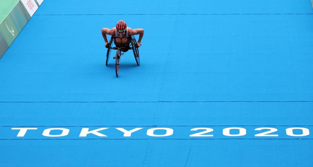 Eva Moral, a punto de ganar la prueba de triatlón