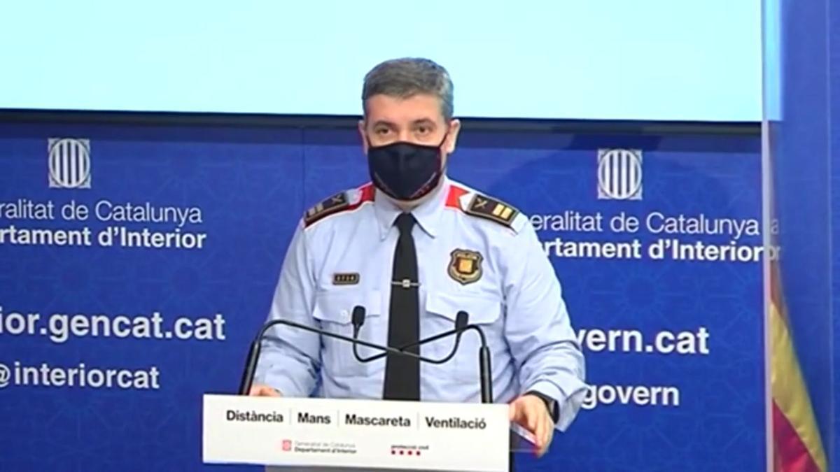 El comisario de los Mossos David Boneta informa del dispositivo para la fiesta 'rave' en Llinars del Vallès.