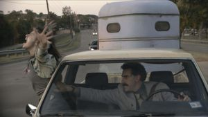 Maria Bakalova y Sacha Baron Cohen en 'Borat: subsequent moviefilm'.