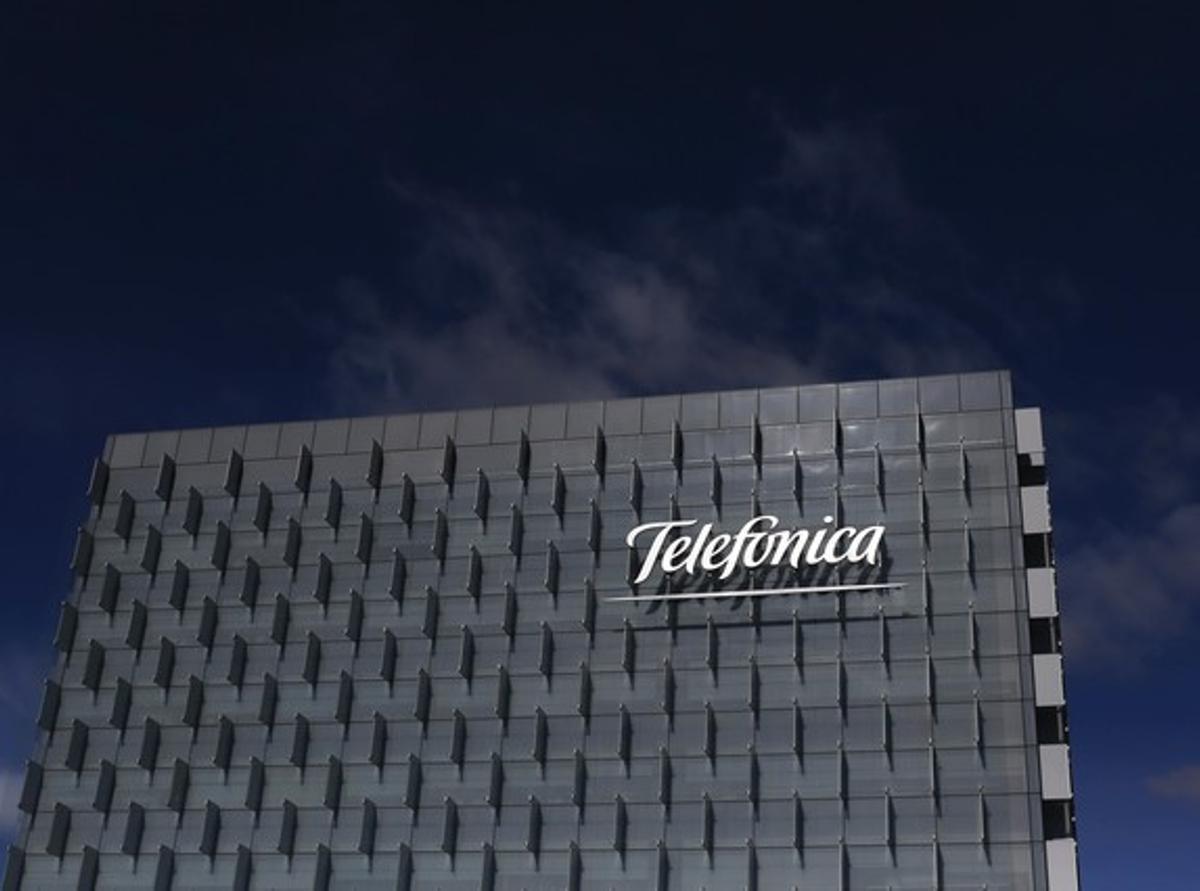 Fachada de la sede de Telefónica en Madrid.