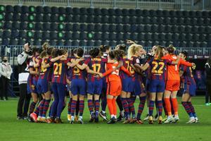 Las jugadoras del Barça celebran el título, en Málaga.