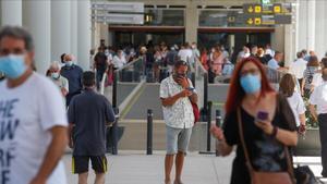 Pasajeros llegan al aeropuerto de Palma de Mallorca el pasado día 2.