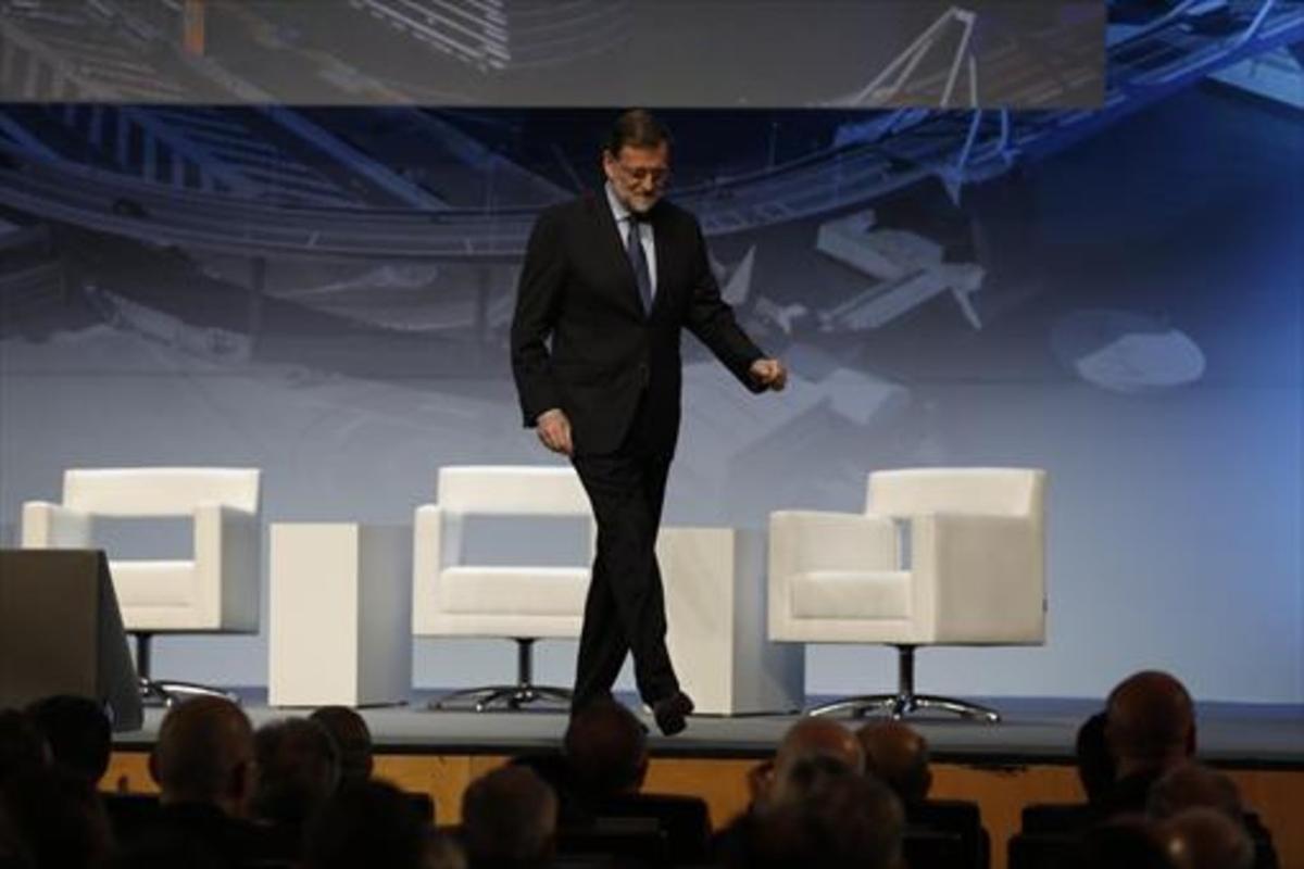 El presidente del Gobierno, Mariano Rajoy, al término de su intervención, en el Palau de Congressos de Barcelona.