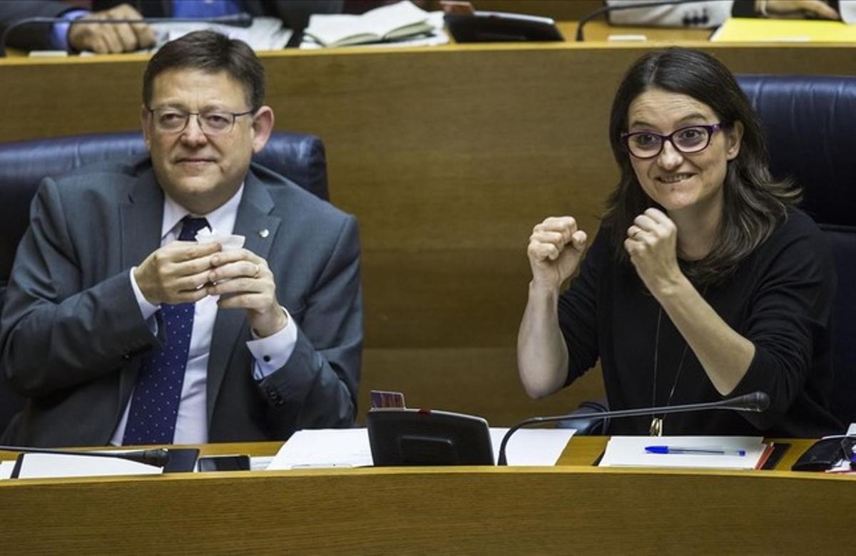El presidente valenciano, Ximo Puig, y la vicepresidenta Monica Oltra, en las Corts Valencianes