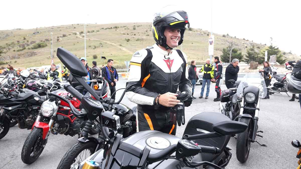 Albert Rivera se sube a la moto en un acto con asociaciones de motoristas en Madrid