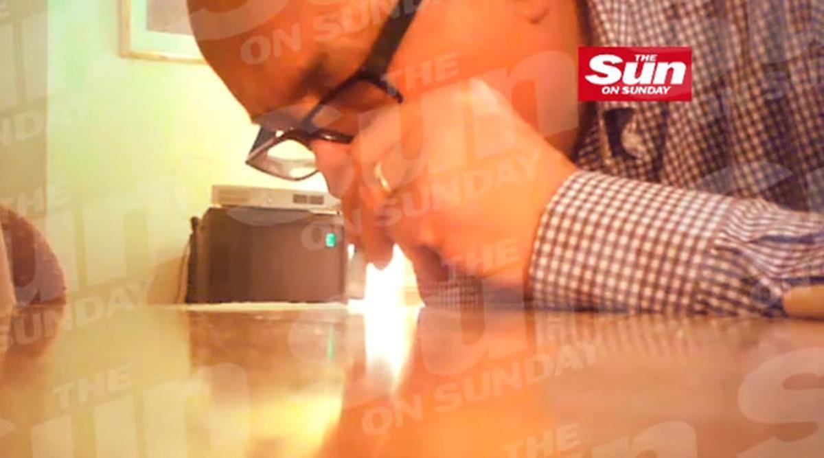 Fotograma del vídeo en el que se puede ver el lord drogándose.