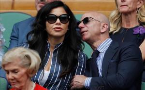 Jeff Bezos y Lauren Sánchez, en la final de Winbledon, el pasado julio.