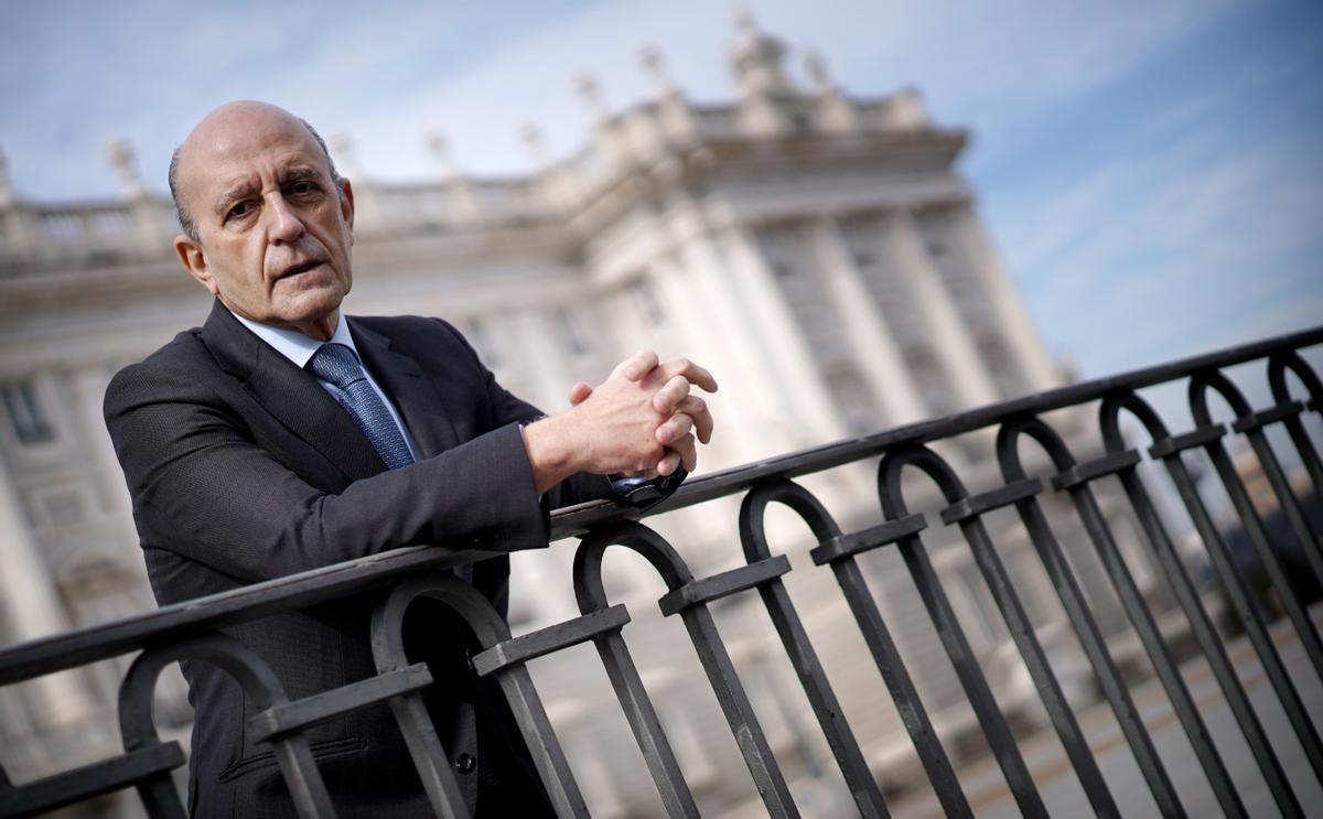José Antonio Zarzalejos, durante la entrevista en la plaza de Oriente de Madrid.