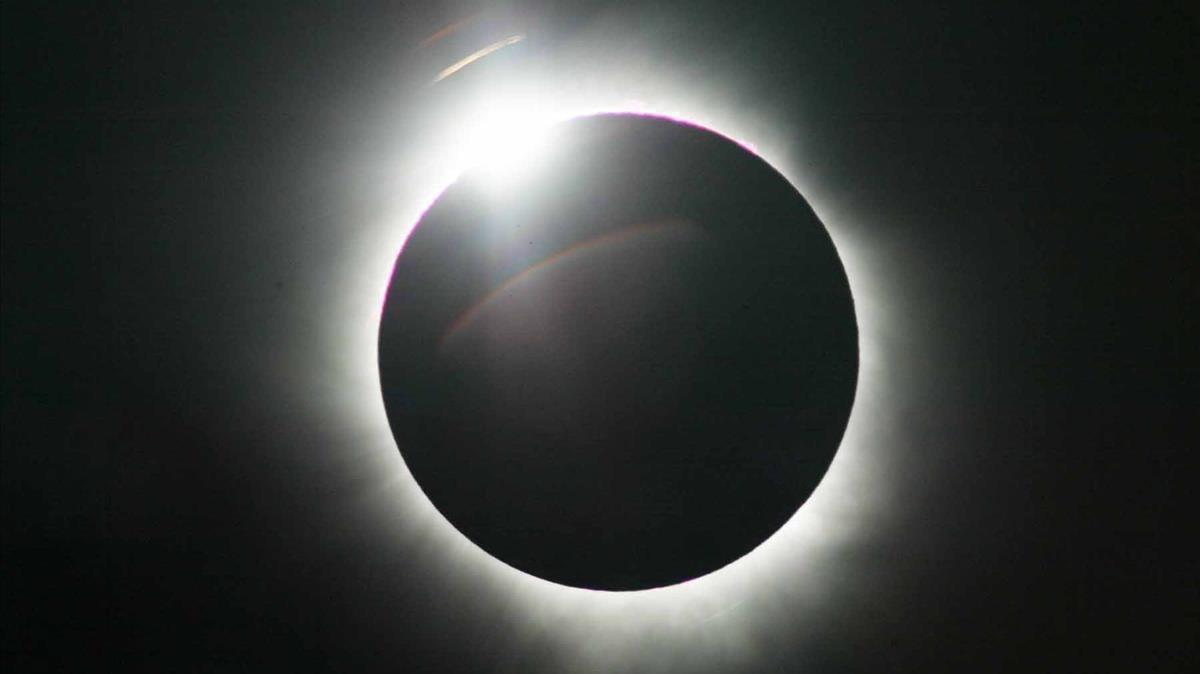 Un eclipse solar total visto desde Sudáfrica, en el 2002.