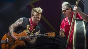 Brian Setzer y Lee Rocker,de Stray Cats, durante su presentación en Vitoria.