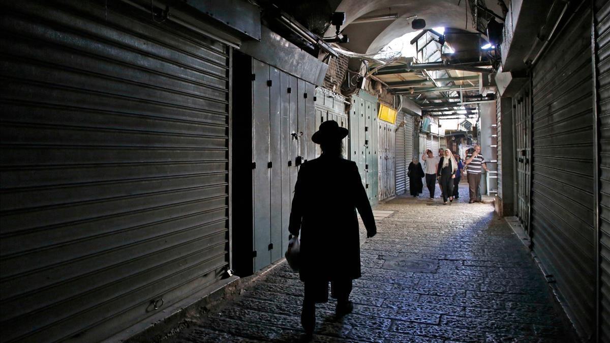 Comercios cerrados en la Ciudad Vieja en Jerusalén durante la huelga general de este martes, que conmemora el 70 aniversario de la Nakba.