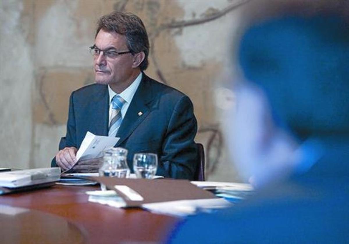 El presidente de la Generalitat, Artur Mas, antes de iniciarse la reunión semanal del Consell Executiu, ayer en el Palau de la Generalitat.