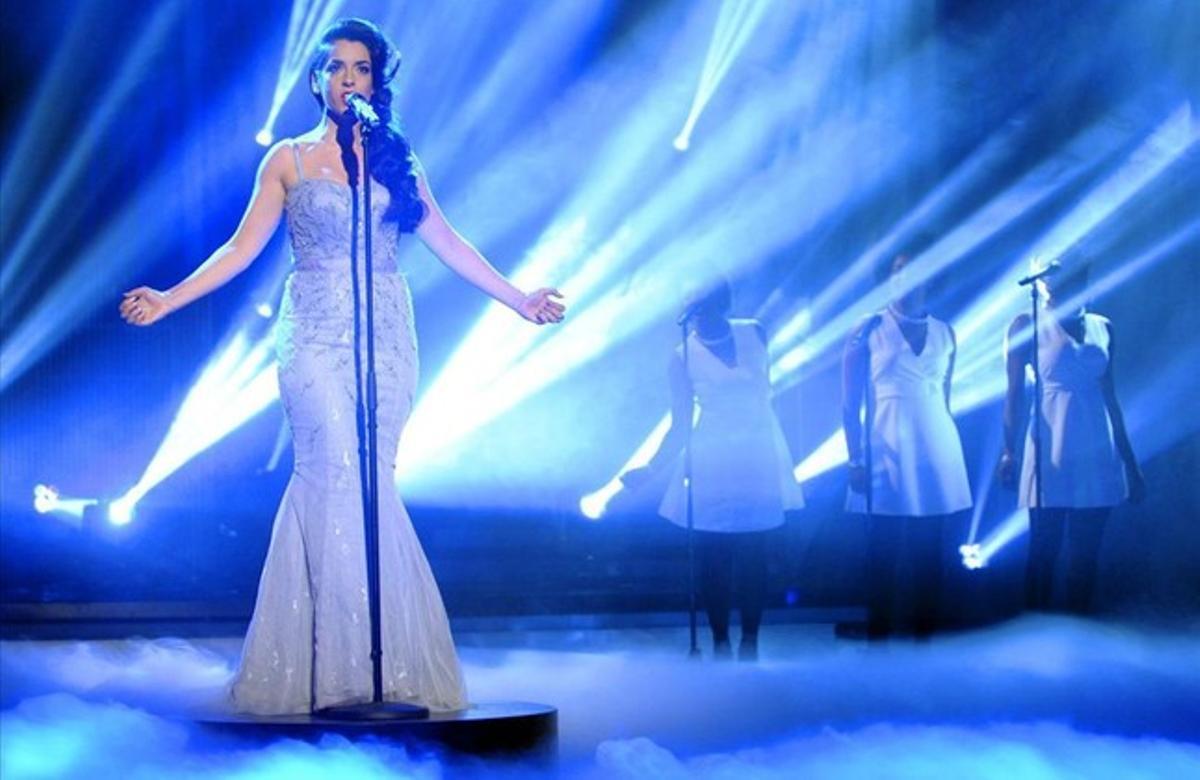 Ruth Lorenzo interpreta 'Dancing in the rain', durante la gala en la que fue escogida para ir a Eurovisión.