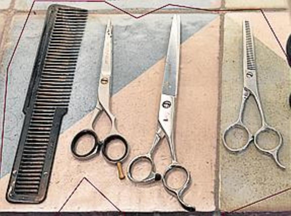En la foto superior, Vicenç Moretó, una barbería para los que se preocupan por su imagen.En el centro, La Barbería Balmes, fundada en 1945.Debajo, La Barberia de Gràcia, un establecimiento que combina elementos clásicos y actuales.