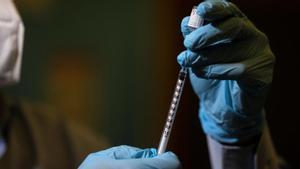 La vacuna contra el covid-19 comenzará a administrase en enero.