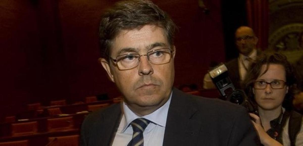 El director de relaciones institucionales de Ferrovial, Juan Elizaga, en el Parlament en junio del 2010.