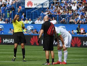 Zlatan Ibrahimovic ve la tarjeta roja en Montreal.