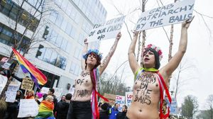 Feministas de Femen contra Pence en Bruselas