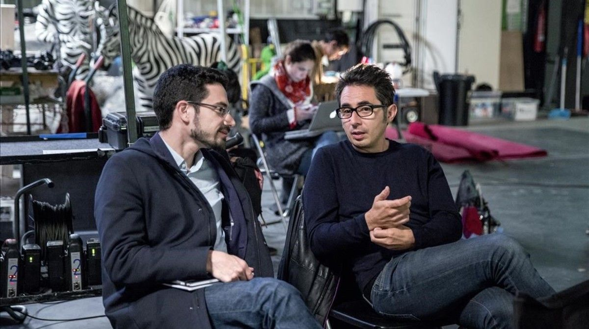 Carlo Padial y Berto Romero, durante el rodaje de 'Algo muy gordo' en el Parc Audiovisual de Terrassa.