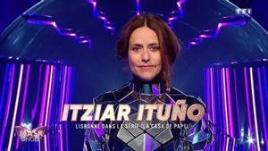 Itziar Ituño ('La casa de papel') da la sorpresa y se descubre en el 'Mask Singer' francés