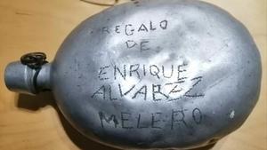 Cantimplora hallada en las cuencas mineras de Teruel con el nombre inscrito de Enrique Álvarez Melero.