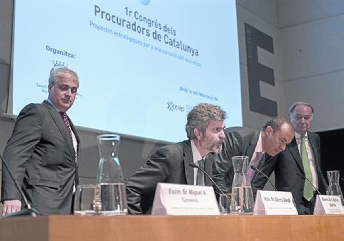 Gordó (izquierda) y los presidentes del CGPJ, Carlos Lesmes, y de los procuradores, Ignacio López Chamorro.