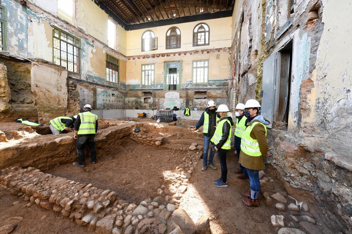 La alcaldesa de Rubí y varios concejales visitan los restos