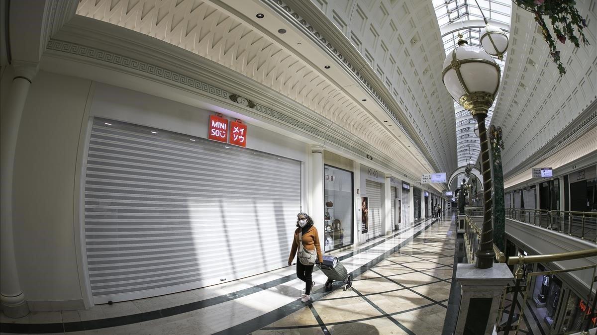 Establecimientos cerrados en el centro comercial Gran Via 2, a finales de abril.