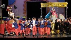 La chirigota 'Aquí estamos de paso', participante en el concurso del Carnaval de Cádiz 2020.