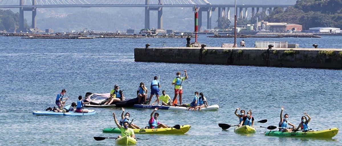 Niños participantes en el campamento de verano de la ETEA en Teis (Vigo) el pasado verano.