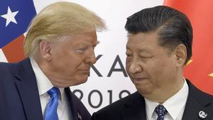 Los presidentes de EEUU, Donald Trump, y de China,Xi Jinping, durante la reunión del G-20 en Osaka (Japón), en agosto del 2019.